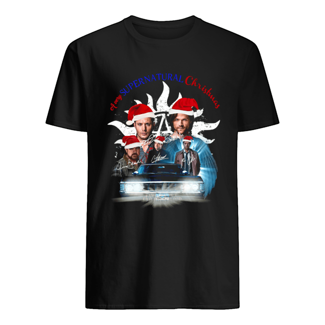 A very Supernatural christmas Classic Men's T-shirt