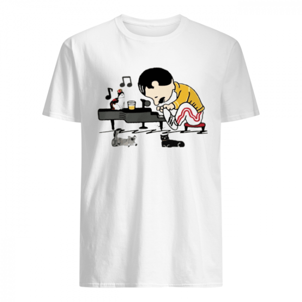 Freddie Mercury and cats playing piano  Classic Men's T-shirt