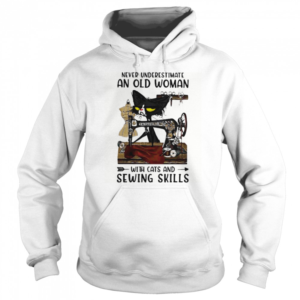 Never underestimate an old woman with cats and sewing skills Unisex Hoodie