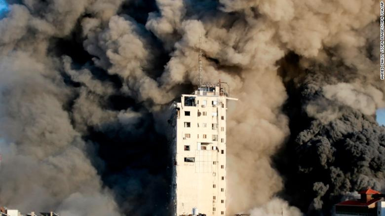 Communal violence erupts in Israeli cities following days of air strikes and rocket attacks