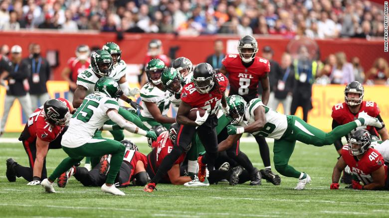 Atlanta Falcons vs. New York Jets: Myriad colors a makeshift kicking net and the national anthem sung from atop the stadium: the NFL returns to London